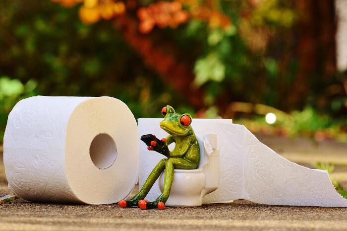 Vyhnite sa dlhému sedeniu na záchode
