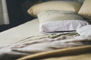 Čo pomáha na pálenie záhy? Napríklad kvalitný matrac a vankúš