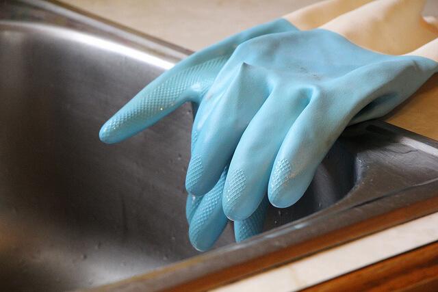gumenné rukavice na riad