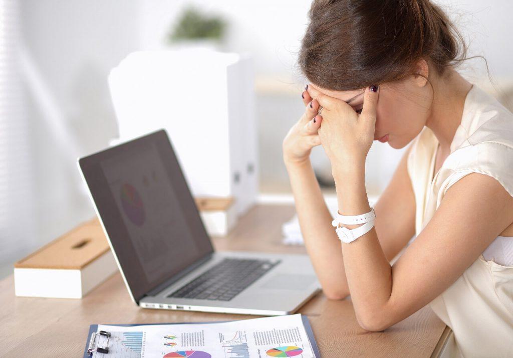 Stres v práci, medzi vedľajšie účinky stresu patrí aj vynechanie menštruácie