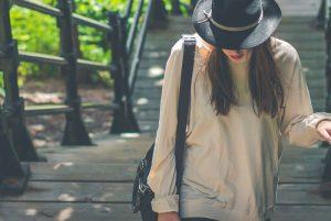 Žena - voľné oblečenie