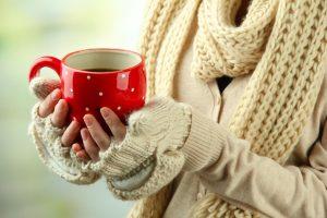 Čaj a rukavice na studené ruky a nohy