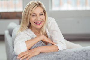 Žena - voľné oblečenie vhodné počas menopauzy