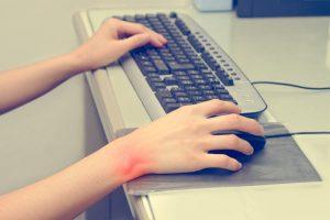 Syndróm karpálneho tunela - Tŕpnutie rúk a prstov na ruke