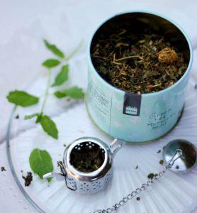 Zelený čaj a sitko