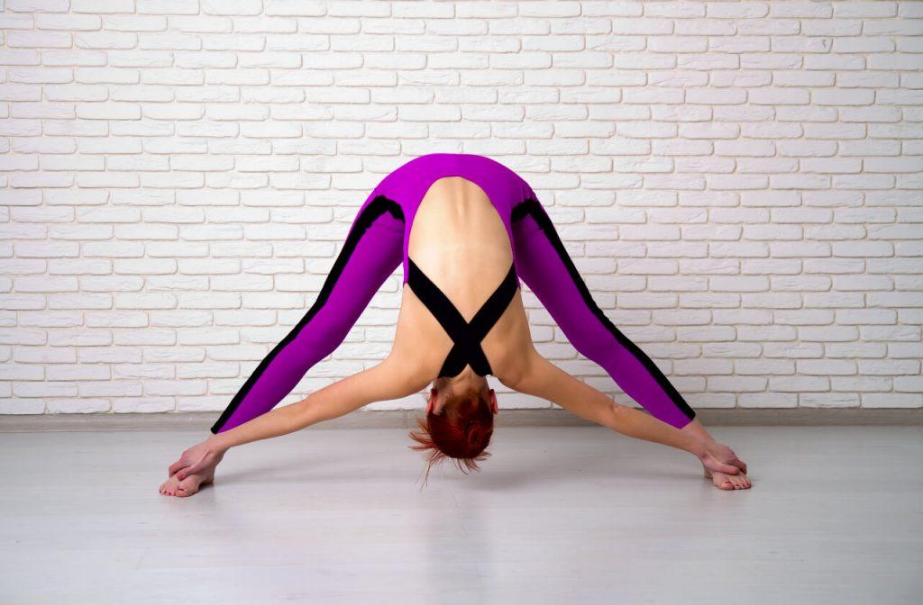 "Ashtanga joga - cvik ""Prasarita padottanásana"""