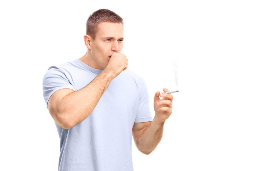 Máma kouření a polykat