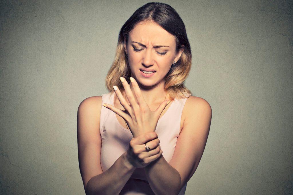 Tetánia - príznaky: kŕče a tŕpnutie prstov na rukách