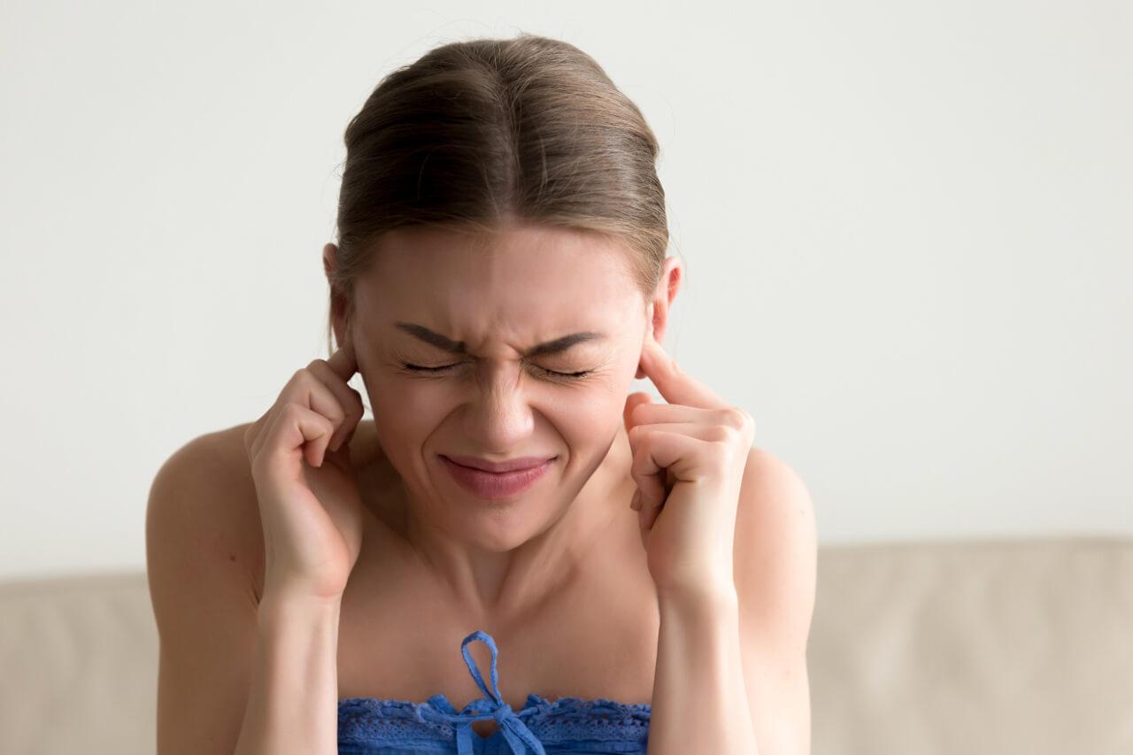 Tinnitus (pískanie, hučanie, šumenie a praskanie v ušiach)