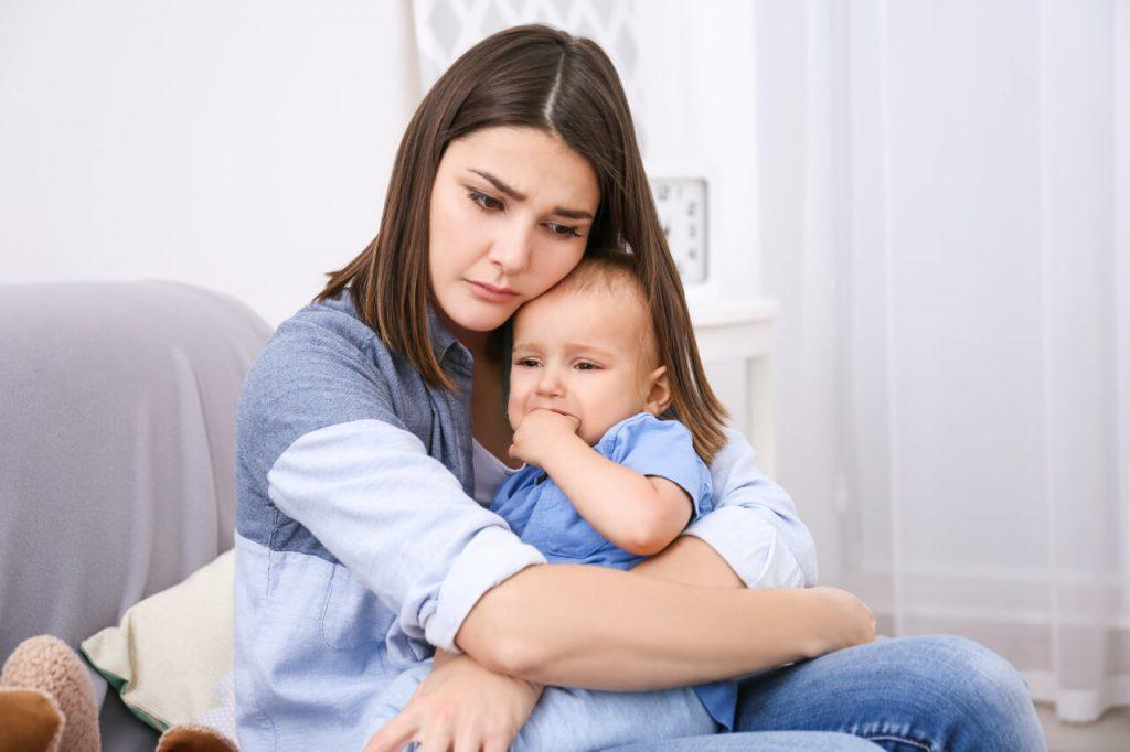 Popôrodná depresia, žena s bábätkom