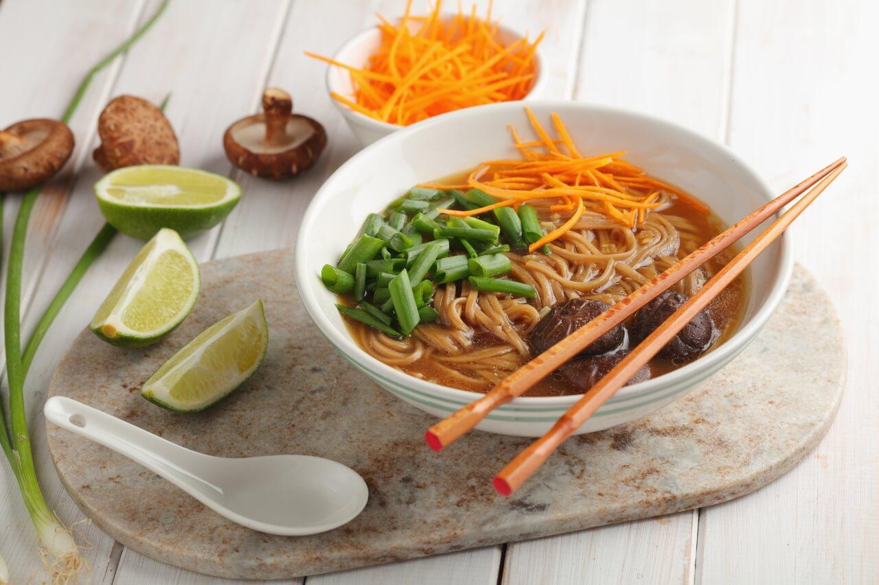 Shitake huby, ázijské jedlá, recepty - polievka so shiitake