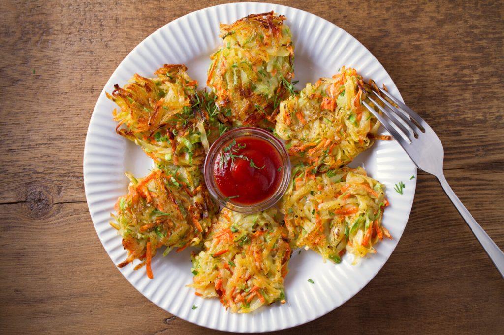 Pečené cuketovo-mrkvové placky - vegetarianske jedlá (zeleninové recepty)